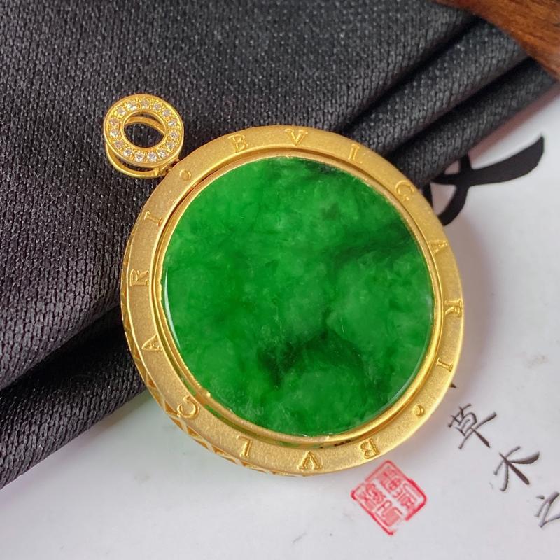 缅甸a货翡翠,18k金伴钻满绿无事牌挂件,玉质细腻,颜色艳丽,圆润饱满,佩戴效果更佳,整体35_28