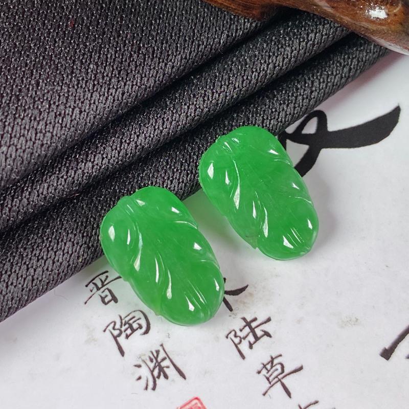缅甸a货翡翠,水润满绿金枝玉叶一对,玉质细腻,颜色艳丽,寓意佳,镶嵌效果更佳