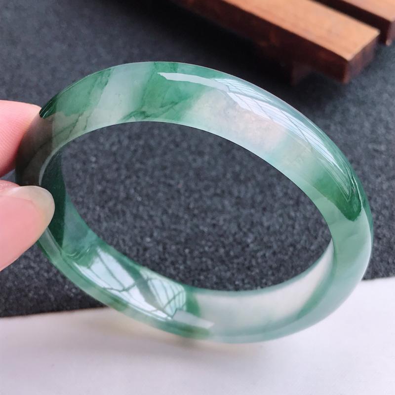 适合正圈51mm天然翡翠A货老坑冰种起光飘绿贵妃宽边手镯,圈口:53.6×48.1×12×6.6mm