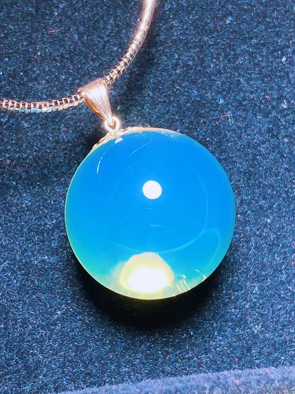 精品18k金镶嵌蓝珀锁骨链珠,玻璃底净水完美品,晶莹透亮,珠光宝气,配银链。炎炎夏日佩戴清爽迷人,宝