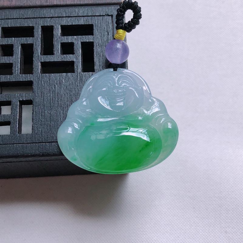 飘阳绿弥勒佛吊坠  尺寸:28.4*31.0*3.9mm,重量:6.79g  雕工精细,玉质细腻水润