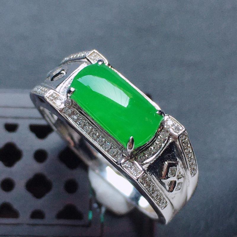 缅甸翡翠18圈口18k金伴钻镶嵌满绿素面牌戒指,自然光实拍,玉质莹润,佩戴佳品,内径:18.7mm(
