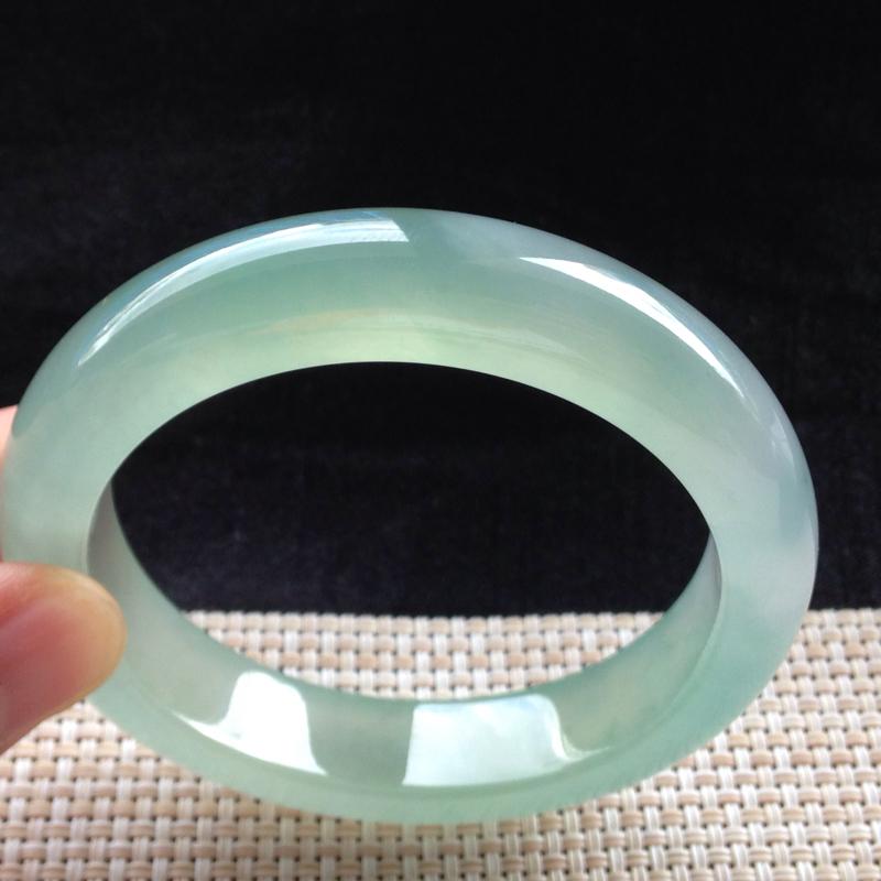 冰晴绿正圈手镯,54.2圈口,品质料,种水一流,冰莹剔透,色泽清新脱俗,有细纹