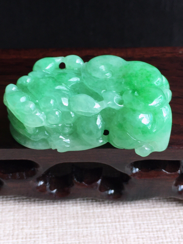 A货翡翠满绿招财貔貅吊坠挂件,完美,尺寸37.4/22.3/12.4mm,重量24.01g