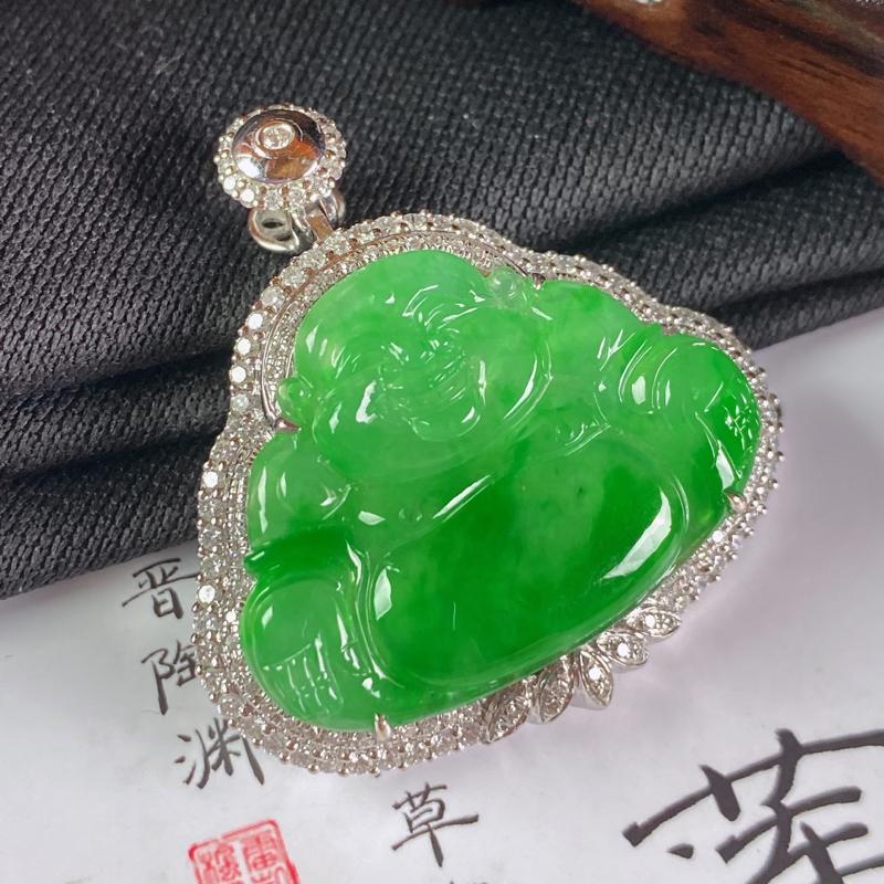 缅甸a货翡翠,18k金伴钻阳绿佛公挂件,玉质细腻,面相清秀,有种有色,佩戴效果非常不错,整体33.8