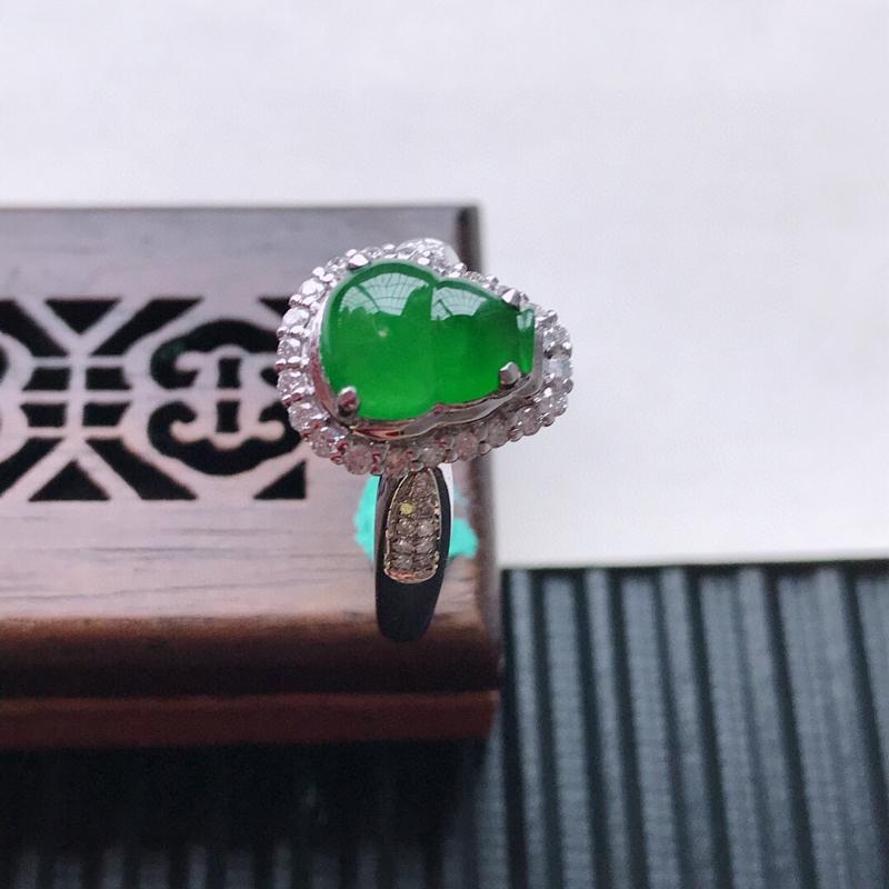 天然翡翠A货18K金镶嵌伴钻冰糯种满绿精美葫芦戒指,内径尺寸18.7mm, 裸石尺寸9.2-7.5-