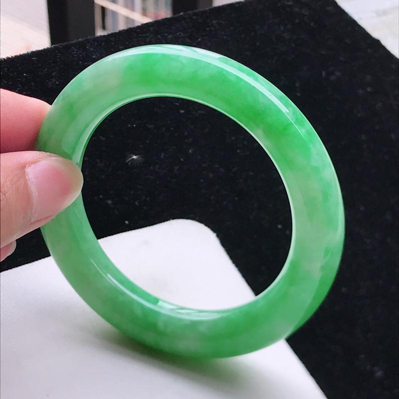 圆条57.3,缅甸天然翡翠好种手镯,尺寸 :57.3*11.7*12.4 ,玉质细腻水润 , 满绿,
