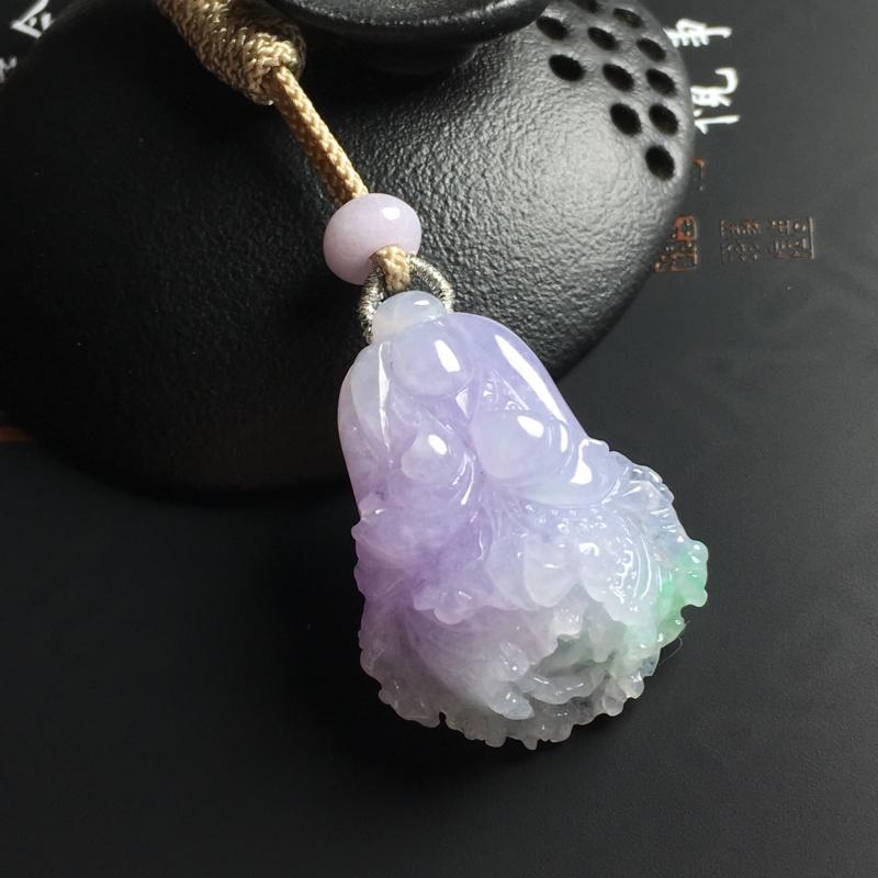 糯种春带彩百财吊坠 尺寸34-25-12毫米 玉质水润 色彩艳丽 顶珠为翡翠