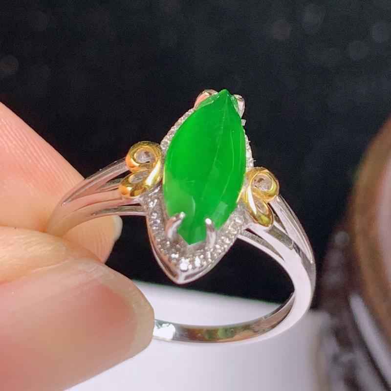 缅甸a货翡翠,18k金伴钻满绿戒指玉质细腻,颜色艳丽,有种有色,佩戴效果更好,整体13.6_10_