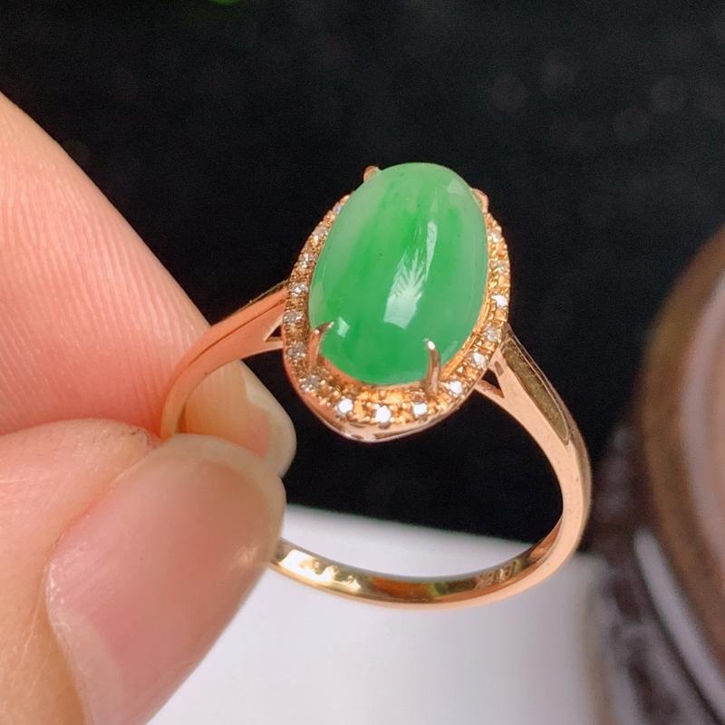 缅甸a货翡翠,18k金伴钻满绿戒指玉质细腻,颜色艳丽,有种有色,佩戴效果更佳,整体12.9_8.3