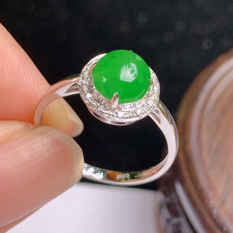 缅甸a货翡翠,18k金伴钻满绿戒指玉质细腻,颜色艳丽,有种有色,圆润饱满,佩戴效果更佳,整体10.
