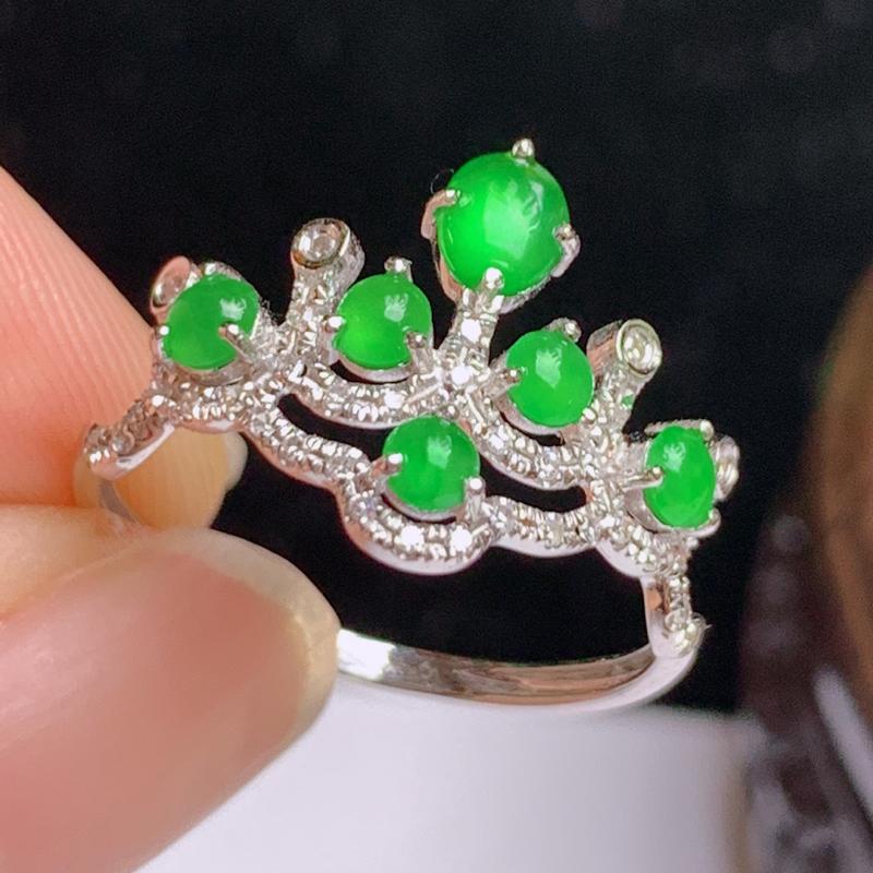 缅甸a货翡翠,18k金伴钻满绿戒指玉质细腻,颜色艳丽,有种有色,佩戴效果更佳,12号 ,
