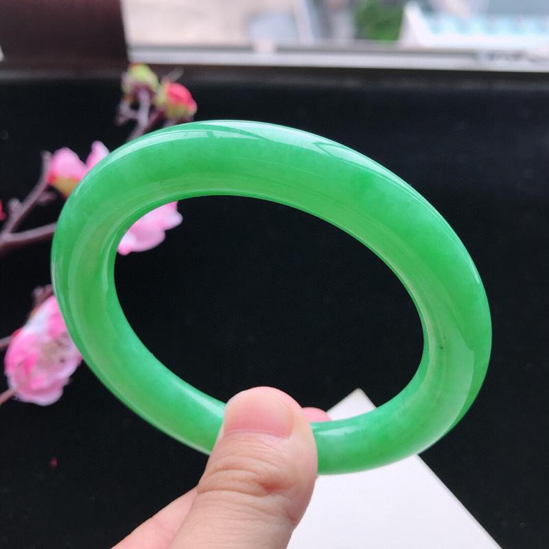 圈口55.7mm天然翡翠A货糯化种水润阳绿圆条手镯,尺寸55.7-10.4mm,玉质细腻,种水好,底