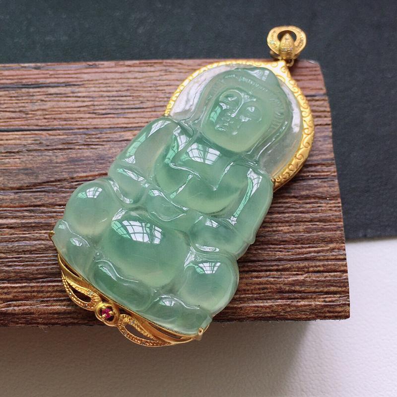 冰糯种起光18K金满色观音吊坠。缅甸天然翡翠A货. 品相好,料子细腻,雕工精美。尺寸:50*24*6