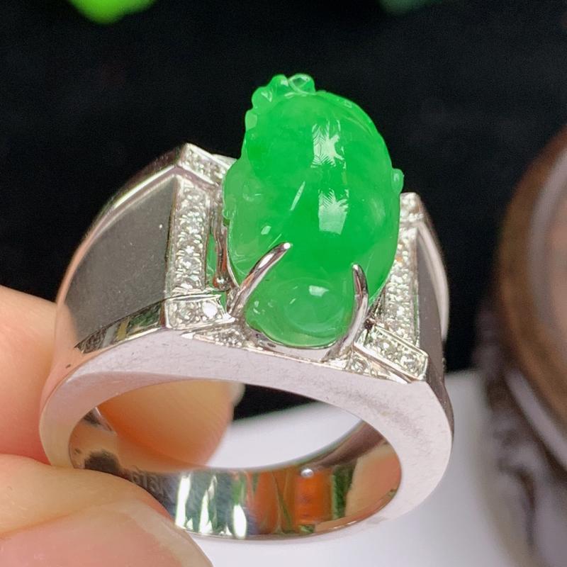 缅甸a货翡翠,18k金伴钻阳绿貔貅戒指💍玉质细腻,颜色艳丽,有种有色,寓意佳,佩戴效果更佳,17号