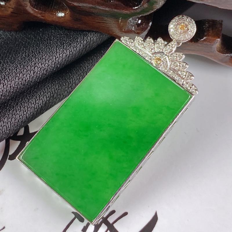 【缅甸a货翡翠,18k金伴钻满绿无事牌挂件,玉质细腻,颜色艳丽,有种有色,寓意佳,佩戴效果更佳,整体43.9_20.5_3.6mm】图5