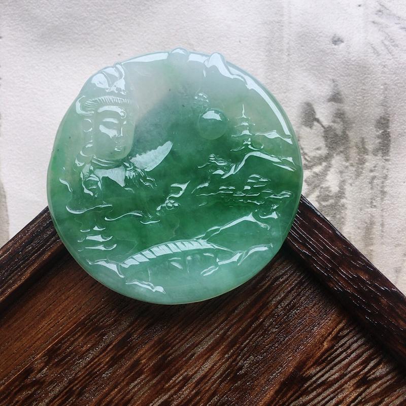 缅甸翡翠保平安带绿观音吊坠,自然光实拍,玉质莹润,佩戴佳品,尺寸:52.4*5.5mm,重31.42