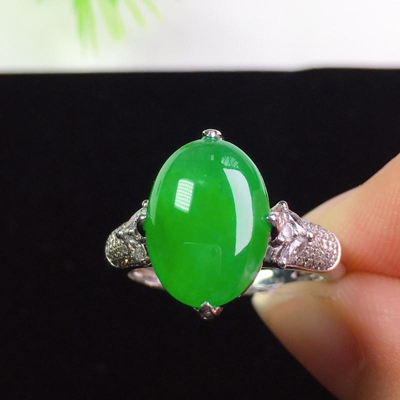 阳绿戒指,冰润色艳,精致清爽!裸石:13.8*9.8*2.7