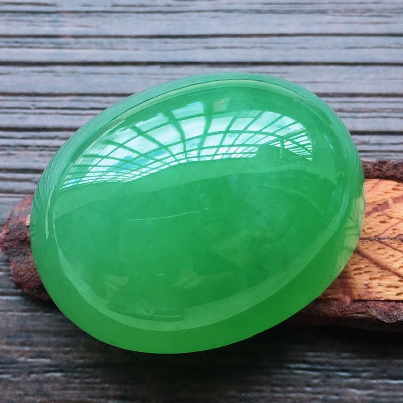 【自然光实拍,缅甸a货翡翠,满绿大蛋面,种好水润,玉质细腻,雕刻精细,大件厚装,饱满品相佳,镶嵌佳品。】图6