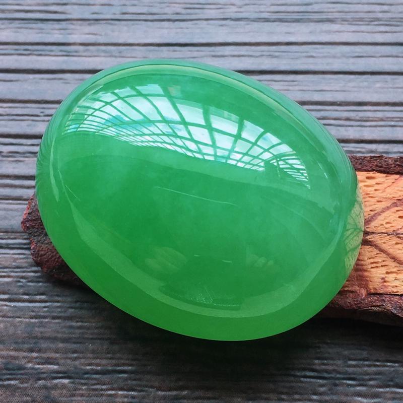【自然光实拍,缅甸a货翡翠,满绿大蛋面,种好水润,玉质细腻,雕刻精细,大件厚装,饱满品相佳,镶嵌佳品。】图2