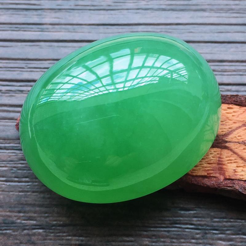 【自然光实拍,缅甸a货翡翠,满绿大蛋面,种好水润,玉质细腻,雕刻精细,大件厚装,饱满品相佳,镶嵌佳品。】图3