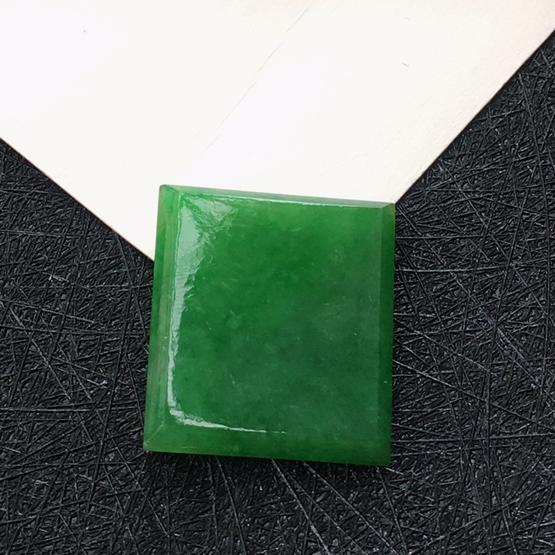 翡翠阳绿方形戒面镶件,种水好玉质细腻温润,颜色漂亮,镶嵌后更好看。