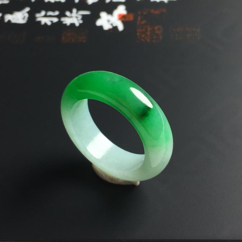 细糯种带色指环 内径16.8 宽5.8 厚3.5毫米 玉质水润 色彩艳丽
