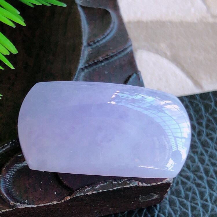 天然缅甸老坑翡翠A货紫罗兰马鞍裸石,料子细腻柔洁,尺寸26/13.5/7mm,重量6.07g。