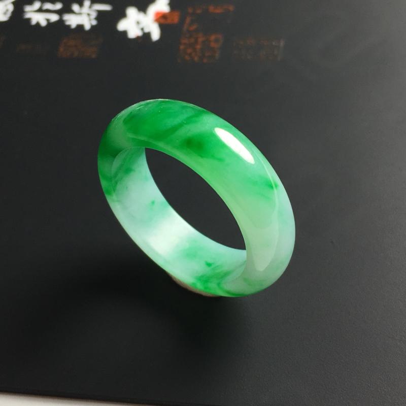 细糯种带色指环 内径18.5 宽6 厚3毫米 玉质水润 色彩亮丽