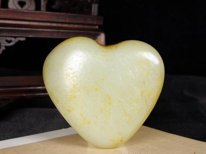 新疆和田玉黄皮白玉[爱心]心形籽料原石