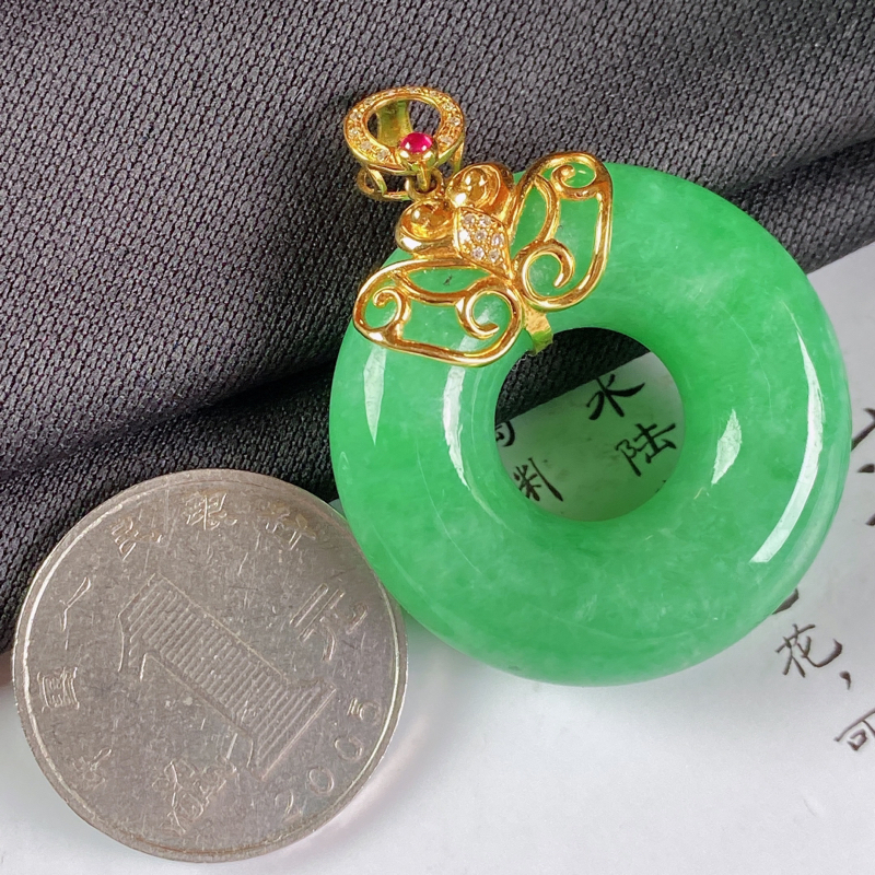【A货翡翠-种好满绿18K金伴钻平安环吊坠,尺寸-裸石33.3*10.5mm整体42.8*33.3*10.5mm】图6