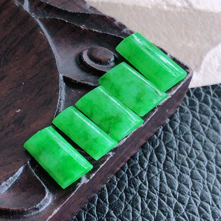 天然缅甸老坑翡翠A货素面裸石,可镶嵌手链,锁骨链,戒指,料子细腻柔洁,尺寸取大11/6/2mm,取小
