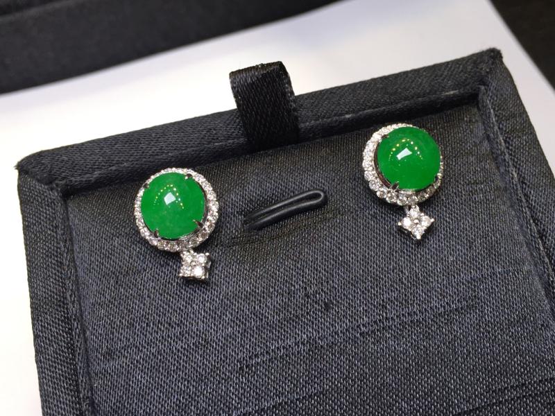 一对阳绿耳钉,完美色阳,底庄细腻,18K金南非真钻镶嵌,性价比高,推荐,尺寸16*11.5*9/8.