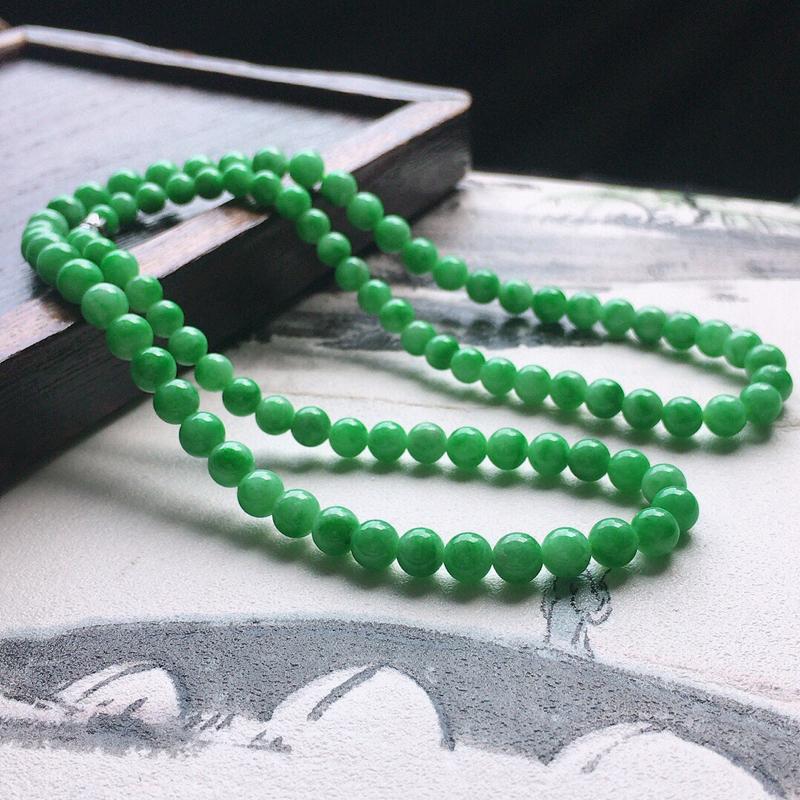 缅甸翡翠带绿圆珠项链(银扣),自然光实拍,玉质莹润,佩戴佳品,单颗尺寸大:6.6mm,单颗尺寸小:4