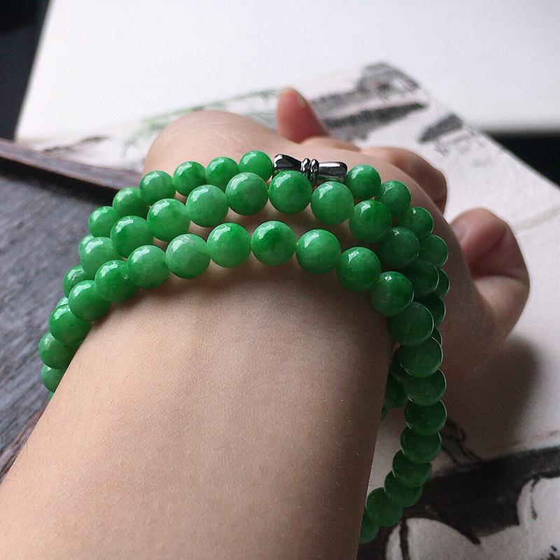 缅甸翡翠带绿圆珠项链(银扣),自然光实拍,玉质莹润,佩戴佳品,单颗尺寸大:6.6mm,单颗尺寸小:4.5mm,91颗,重37.30克