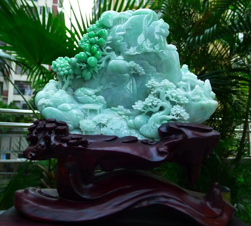 缅甸天然翡翠A货 飘花阳绿 高山流水 山水摆件 雕刻精美线条流畅种水好 层次分明 工艺精湛 搭配精美