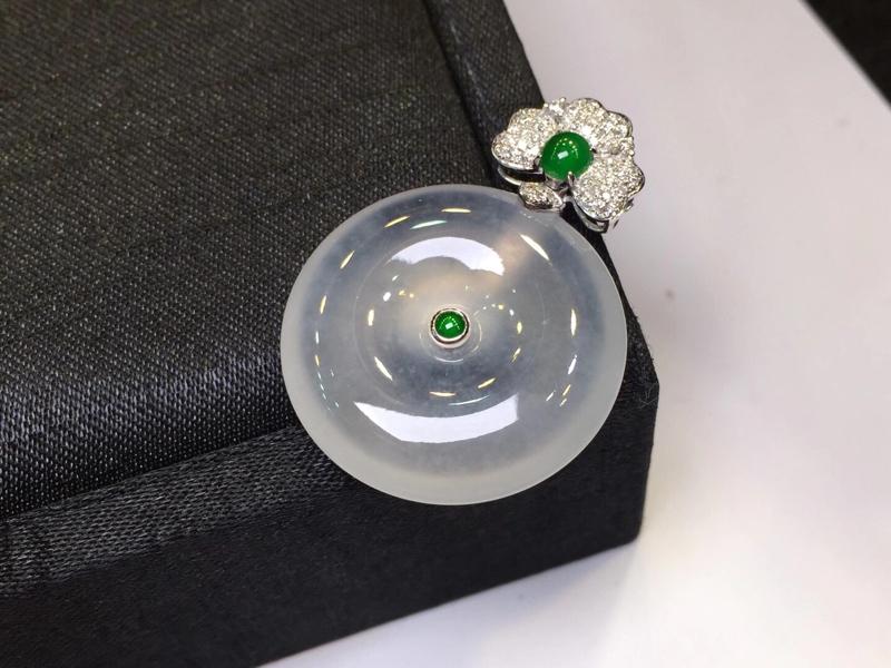 高冰种平安扣,18k金钻石镶嵌,种老水足,水灵透亮,满满的胶感,尺寸:35.2*25.8*6mm(下