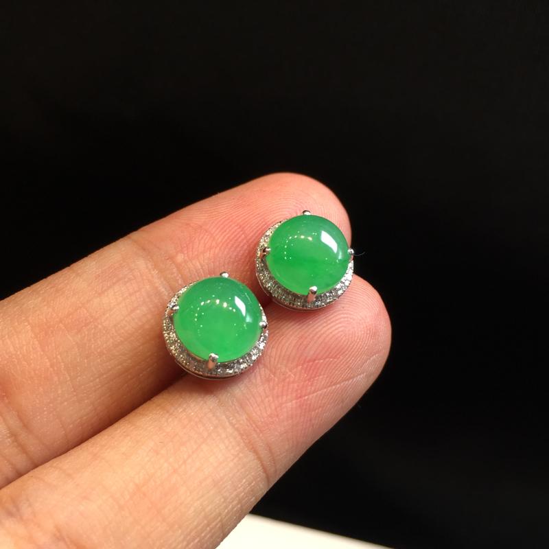 一对浅绿耳钉,底庄细腻,18K金南非真钻镶嵌,有微纹可忽略,性价比高,推荐,尺寸10.2*7.7/8