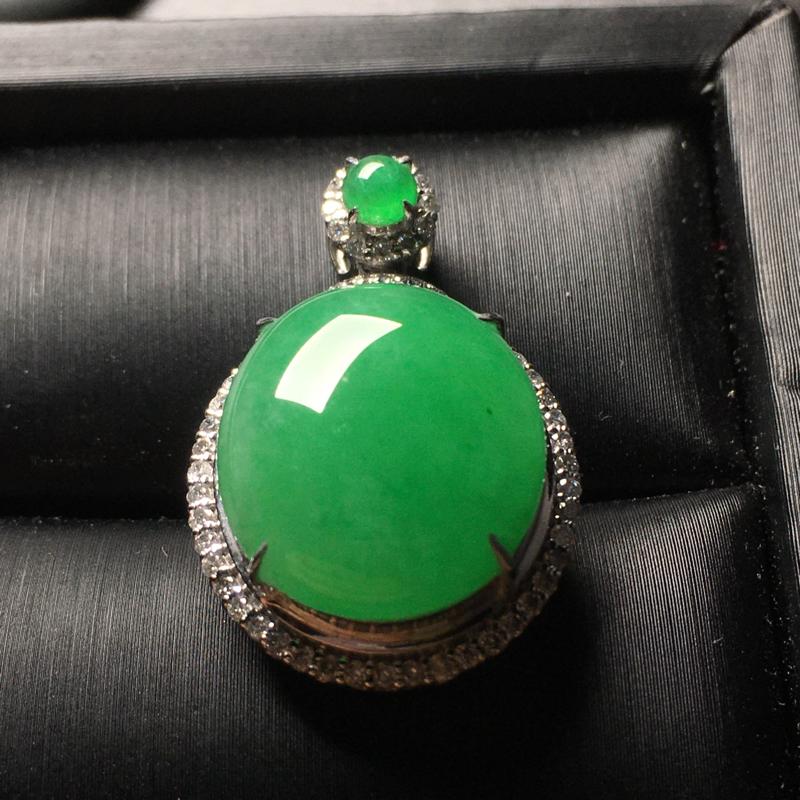 阳绿蛋面翡翠吊坠,种好色阳,料子细腻,饱满圆润,性价比高,裸石尺寸:17.2*15.2*3.8整体尺