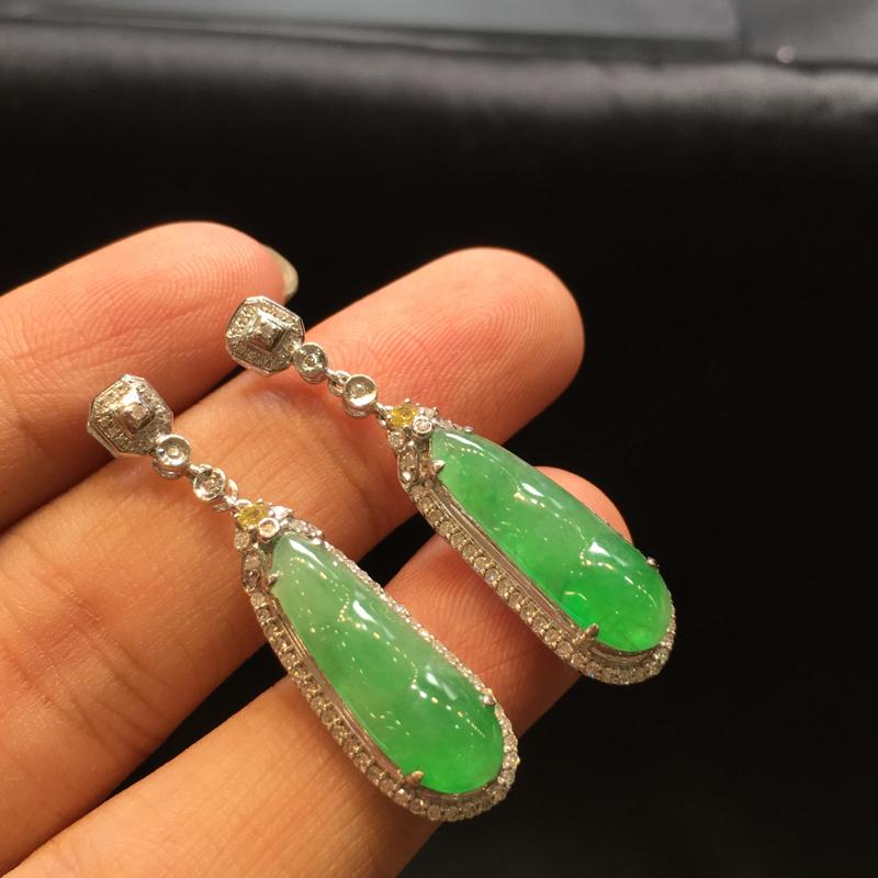 一对浅绿福豆耳坠,袋袋有钱,底庄细腻,有微纹可忽略,18K金南非真钻镶嵌,性价比高,推荐,尺寸36.