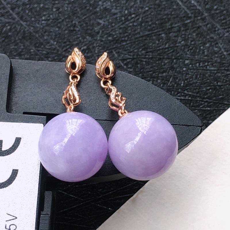 18K金伴钻镶嵌翡翠紫罗兰圆珠耳坠,种水好玉质细腻温润, 颜色漂亮。