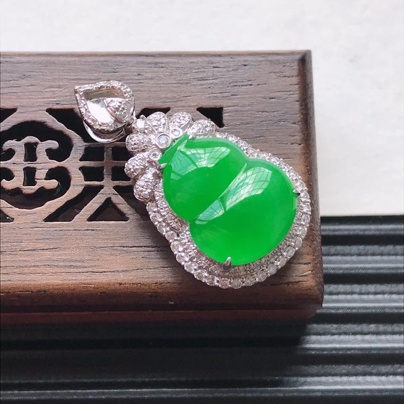 天然翡翠A货18K金镶嵌伴钻糯化种满绿精美葫芦吊坠,含金尺寸29-15.8-9mm,裸石尺寸14.7