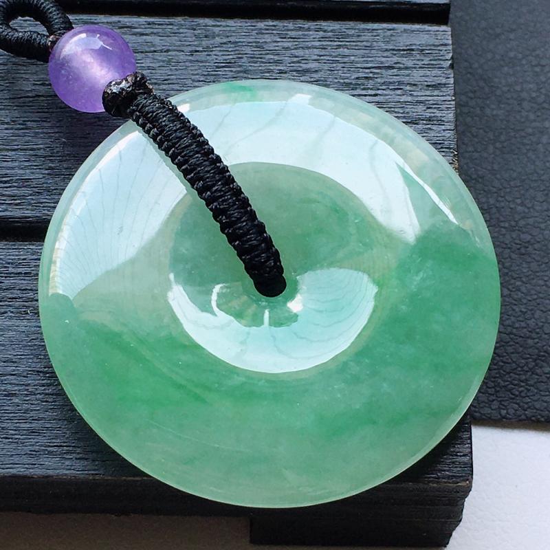 缅甸翡翠带绿平安扣吊坠(顶珠为装饰珠),自然光实拍,玉质莹润,佩戴佳品,尺寸:32.3*5.5mm,
