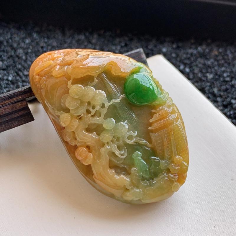 🙏缅甸天然翡翠A货   精美带绿貔貅吊坠,克重:127.41,尺寸:66*33*32,貔貅能吞万物而