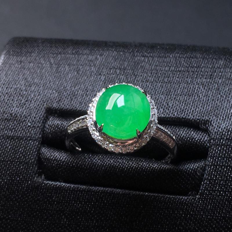 翡翠a货,满绿蛋面戒指💍,18k金镶嵌,种水好,颜色清爽,佩戴精美