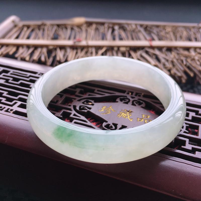 天然翡翠A货老坑飘花正圈手镯,圈口57.4,质地细腻温润,品相好,水头足,无纹裂