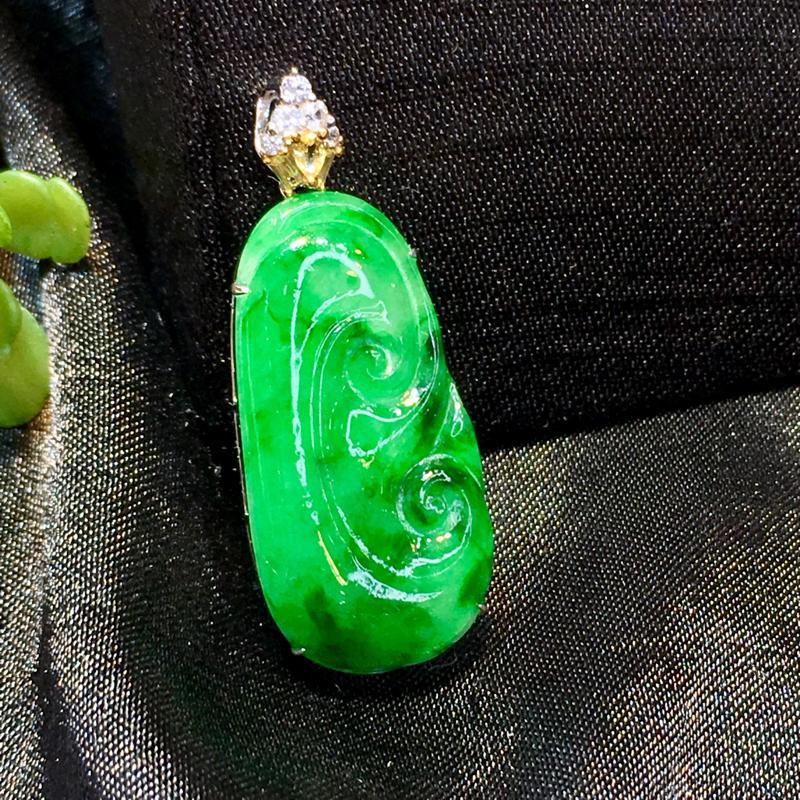 翡翠a货,满绿如意吊坠,18k金镶嵌,种水好,佩戴精美,性价比高,彩宝点缀