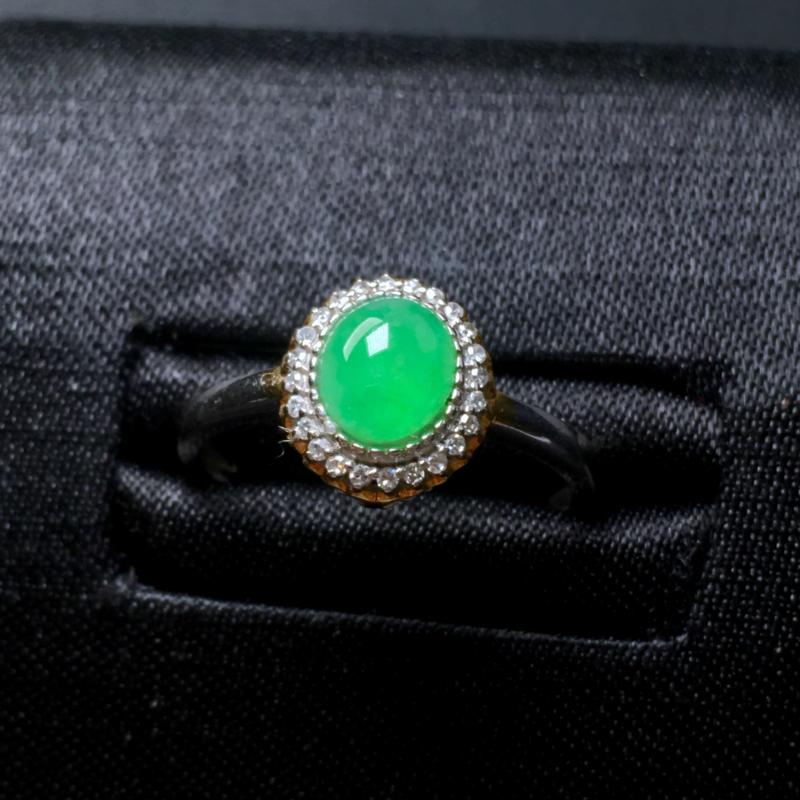 翡翠a货,满绿蛋面戒指💍,18k金镶嵌,种水好,佩戴精美