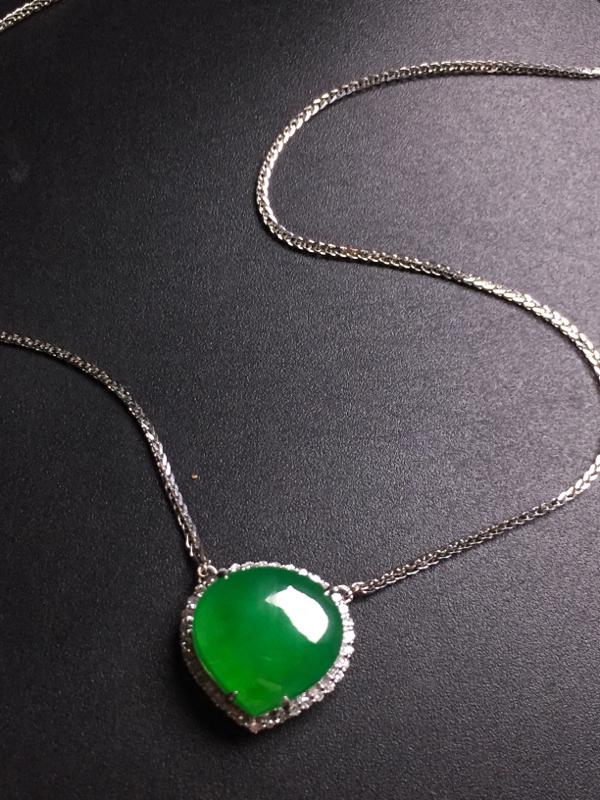 满绿️锁骨链,18k真金真钻镶嵌,完美,种水超好,玉质细腻。