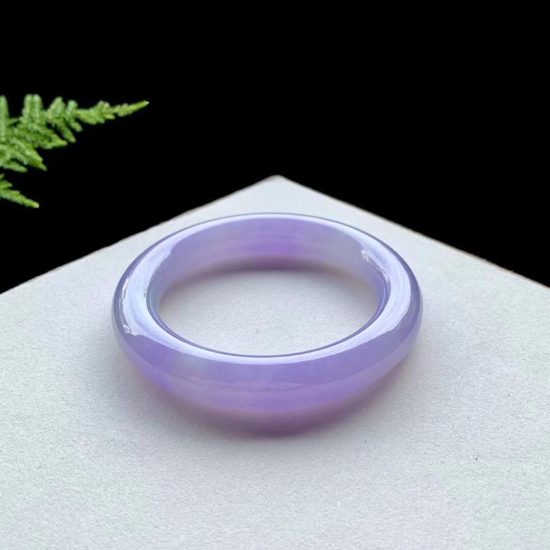 【手镯】圆条54 55 【圈口】54.8-11.6-11.2 【描述】冰糯粉紫,水润,种老,无纹裂
